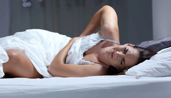 5 consigli per dormire con il mal di schiena
